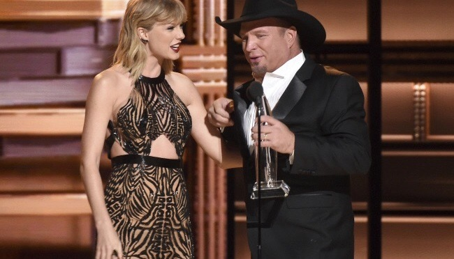 "Garth Brooks gana el ""Entertainer of the Year"" de los CMA en unos premios muy repartidos y cargados de sorpresas"